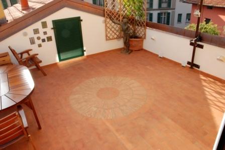 Terrazza con pavimento in cotto