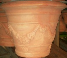 Vaso in terracotta con festoni